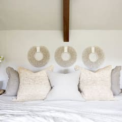 Cotswold Country Retreat:  Bedroom by Camilla Bellord Interiors