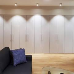 2-х комнатная квартира на Столетова: Гардеробные в . Автор – Студия интерьерного дизайна MEL