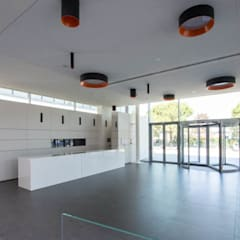 Palacios de congresos de estilo  por  a2 Studio Gasparri e Ricci Bitti Architetti associati