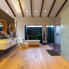 House Milne:  Bathroom by Hugo Hamity Architects ,