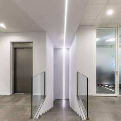 Tòa nhà văn phòng by  a2 Studio Gasparri e Ricci Bitti Architetti associati
