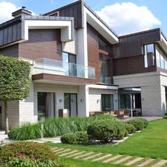 Condominios de estilo  por ARCADIA GARDEN Landscape Studio, Moderno Caliza