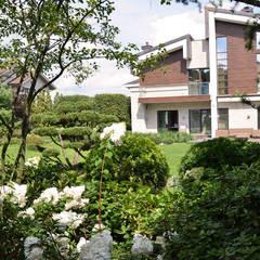 Вилла с садом в стиле модерн. КП Бенелюкс. 2012 г: Сады в . Автор – ARCADIA GARDEN Landscape Studio