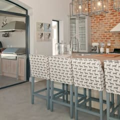 New Build House on Hermanus Golf Course:  Kitchen by Overberg Interiors, Classic
