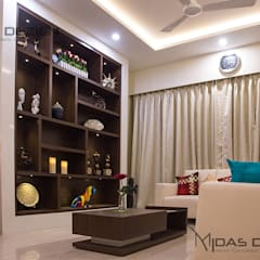 3BHK @ ALTA MONTE MALAD EAST:  Living room by Midas Dezign