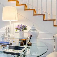 Hamptons Classic in Lisbon: Corredores e halls de entrada  por LojaQuerido by Ana Antunes