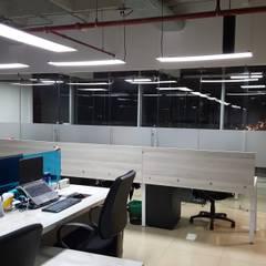 OFICINA FINANCIERA: Oficinas y tiendas de estilo  por areaxmetro