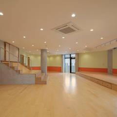 Escuelas de estilo  por Hirodesign.jp