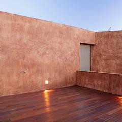 Arquitectura minimalista en Madrid: Terrazas de estilo  de Otto Medem Arquitecto vanguardista en Madrid