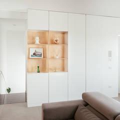 ระเบียงและโถงทางเดิน by manuarino architettura design comunicazione