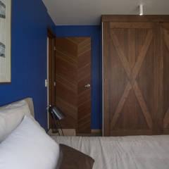 Diseño de Dormitorios. Proyecto Casa Naranjo: Recámaras de estilo  por Soma & Croma