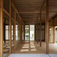 SOJA-O: 建築設計事務所 可児公一植美雪/KANIUE ARCHITECTSが手掛けた廊下 & 玄関です。
