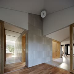 YUKISHIMO-K: 建築設計事務所 可児公一植美雪/KANIUE ARCHITECTSが手掛けた小さな寝室です。