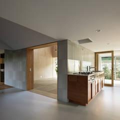 YUKISHIMO-K: 建築設計事務所 可児公一植美雪/KANIUE ARCHITECTSが手掛けた小さなキッチンです。,モダン スレート