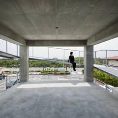 KUGENUMA-Y オリジナルデザインの テラス の 建築設計事務所 可児公一植美雪/KANIUE ARCHITECTS オリジナル 鉄筋コンクリート