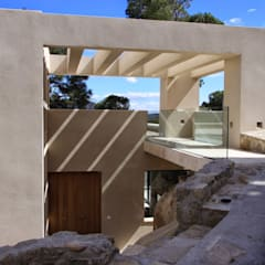 Front doors by Otto Medem Arquitectura S.L