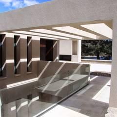 Arquitectura para el bienestar en Madrid: Terrazas de estilo  de Otto Medem Arquitecto vanguardista en Madrid
