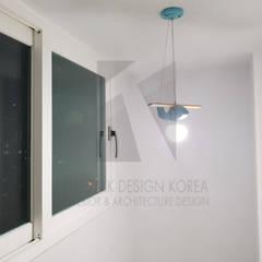 진천 현대 2차 33평 아파트 리모델링: 더톡디자인(The talk design)의  베란다
