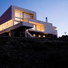 Casas con alma, arquitectura en Madrid: Casas unifamilares de estilo  de Otto Medem Arquitecto vanguardista en Madrid