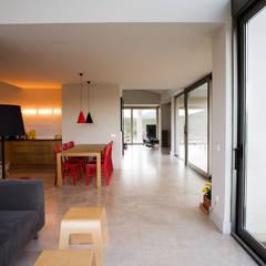 Casas con alma, arquitectura en Madrid: Comedores de estilo  de Otto Medem Arquitecto vanguardista en Madrid