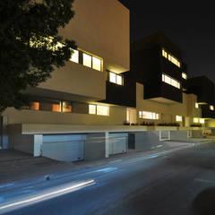 AGi architects arquitectos y diseñadores en Madrid:  tarz Bitişik ev