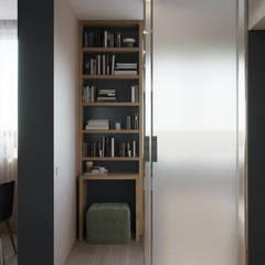 Puertas corredizas de estilo  por Дизайн-мастерская 'GENESIS'