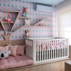 Dormitorios de bebé de estilo  por JuBa - Arquitetando Ninhos, Moderno