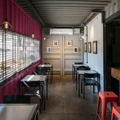 Perpétua Café-Brechó Espaços gastronômicos industriais por Perotto E Fontoura Estúdio de Arquitetura Industrial
