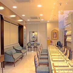 VANUBHAI JEWELLERS:  Commercial Spaces by Inklets studio
