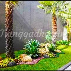 Front yard by Tukang Taman Surabaya - Tianggadha-art,