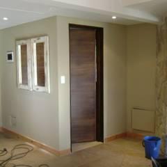 Corridor & hallway by Fabiana Ordoqui       Arquitectura y Diseño - Rosario