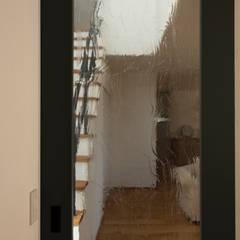 ประตูกระจก โดย yuukistyle 友紀建築工房, โมเดิร์น