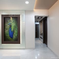 MR.GIRIDHAR GORE'S DUPLEX RESIDENCE AT KHARGHAR:  Corridor & hallway by DELECON DESIGN COMPANY
