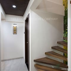 MR.GIRIDHAR GORE'S DUPLEX RESIDENCE AT KHARGHAR:  Stairs by DELECON DESIGN COMPANY