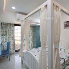MR.GIRIDHAR GORE'S DUPLEX RESIDENCE AT KHARGHAR:  Girls Bedroom by DELECON DESIGN COMPANY