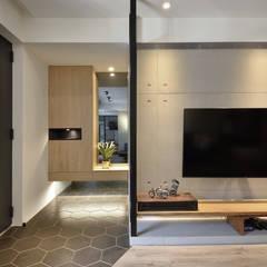 Corridor & hallway by 星葉室內裝修有限公司, Industrial