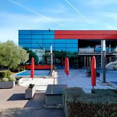 DOSHNIA CENTER: Edificios de oficinas de estilo  de FSarquitectura
