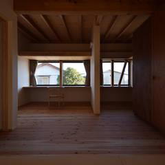 house Mk: Snowdesignofficeが手掛けた子供部屋です。,モダン