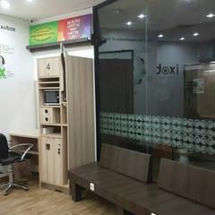 IXOBOX Barbershop: Ruang Kerja oleh PT VISIO GEMILANG ABADI,
