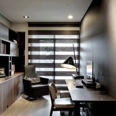 由鉅三希 5F:  書房/辦公室 by 台中室內設計-築采設計