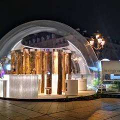 Demi-bulle pour La Chênaie et le Groupe Charlois: Terrasse de style  par JC Keller,