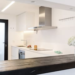 Built-in kitchens by Estatiba construcción, decoración y reformas en  Ibiza y Valencia