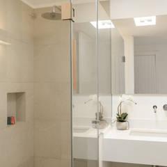 Baños de estilo  por Estatiba construcción, decoración y reformas en  Ibiza y Valencia