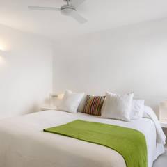 Bedroom by Estatiba construcción, decoración y reformas en  Ibiza y Valencia, Mediterranean
