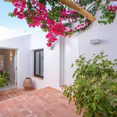 بلكونة أو شرفة تنفيذ Estatiba construcción, decoración y reformas en  Ibiza y Valencia