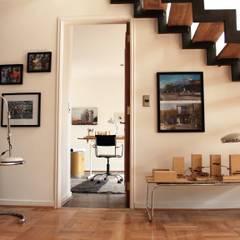 Escalera reciclada: Escaleras de estilo  por INFINISKI