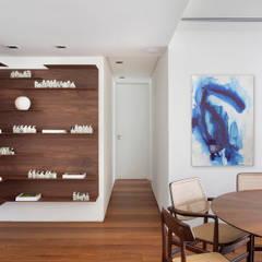 ห้องทานข้าว โดย Froma Arquitetura, ทรอปิคอล
