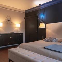 dom w Kołobrzegu: styl , w kategorii Sypialnia zaprojektowany przez Studio Projektowe Projektive