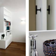HYDE PARK APARTMENT:  Bathroom by Metaphor Design