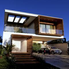 Fachada Casa Vontemporânea Moderna: Condomínios  por Gelker Ribeiro Arquitetura | Arquiteto Rio de Janeiro